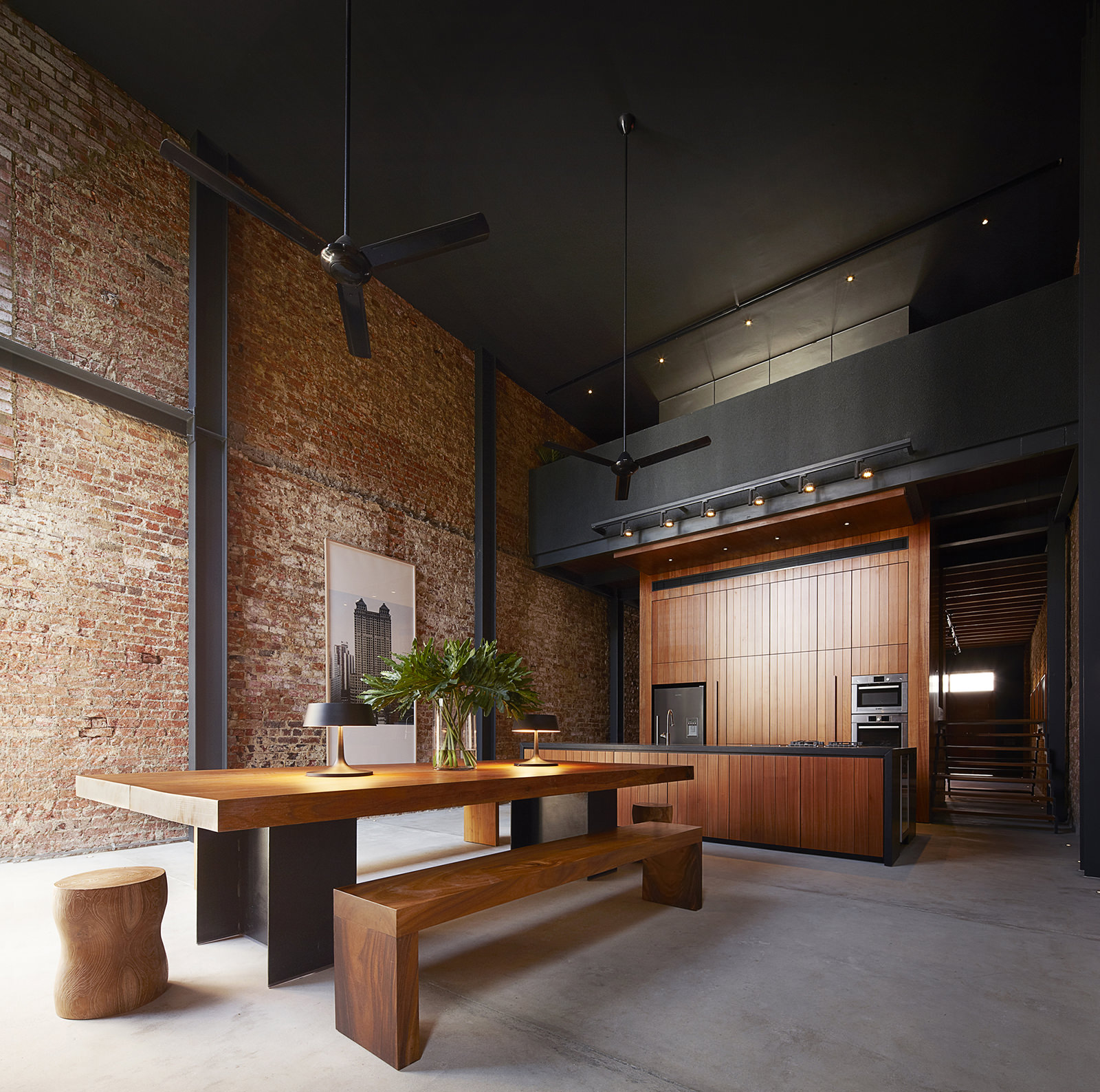 Темный потолок: применение в интерьере, основные правила (27 фото)