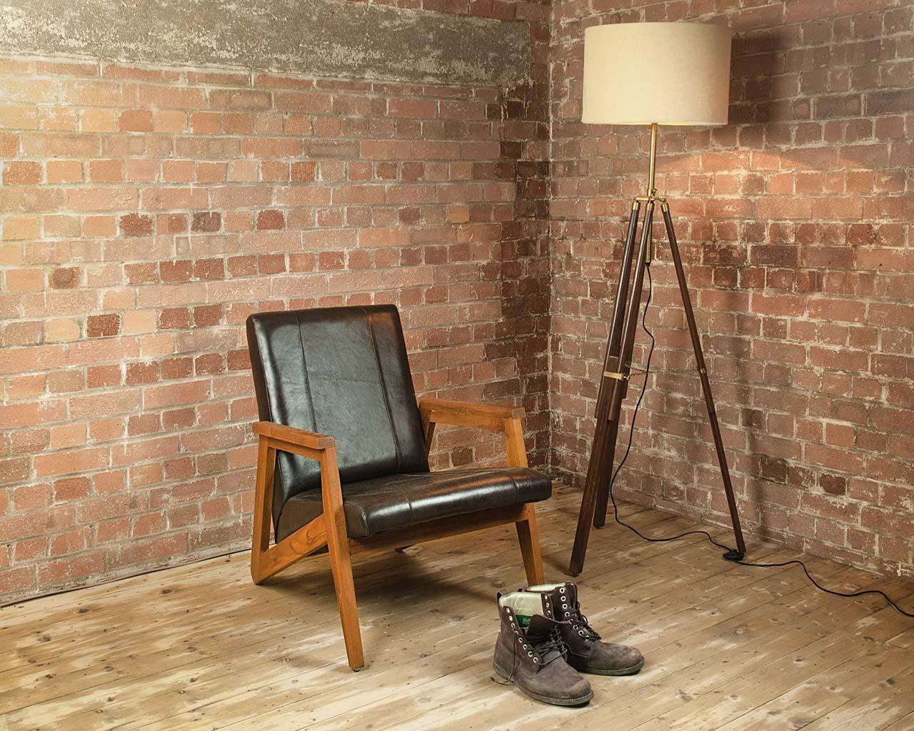 Кожаное кресло черного цвета