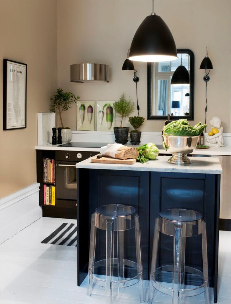Черная кухня без верхних шкафов