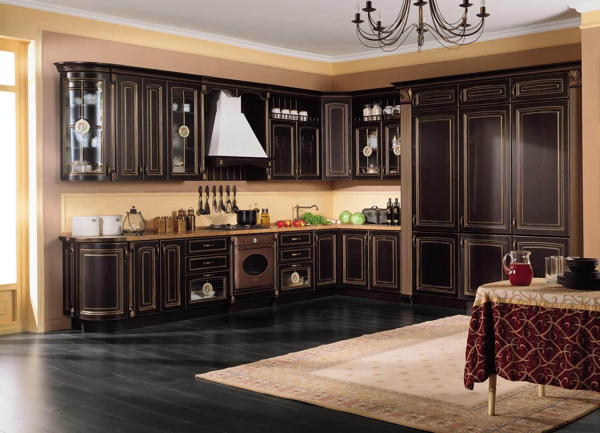 Классический кухонный гарнитур черного цвета