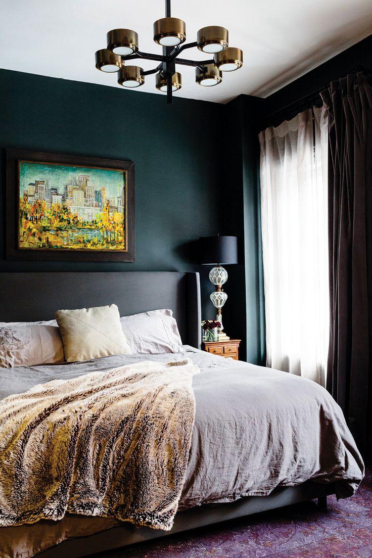 Черный дизайн узкой спальни