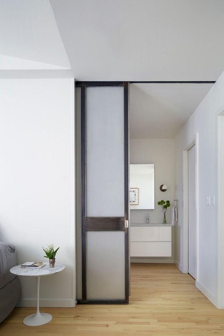 Межкомнатная дверь со стеклом черная