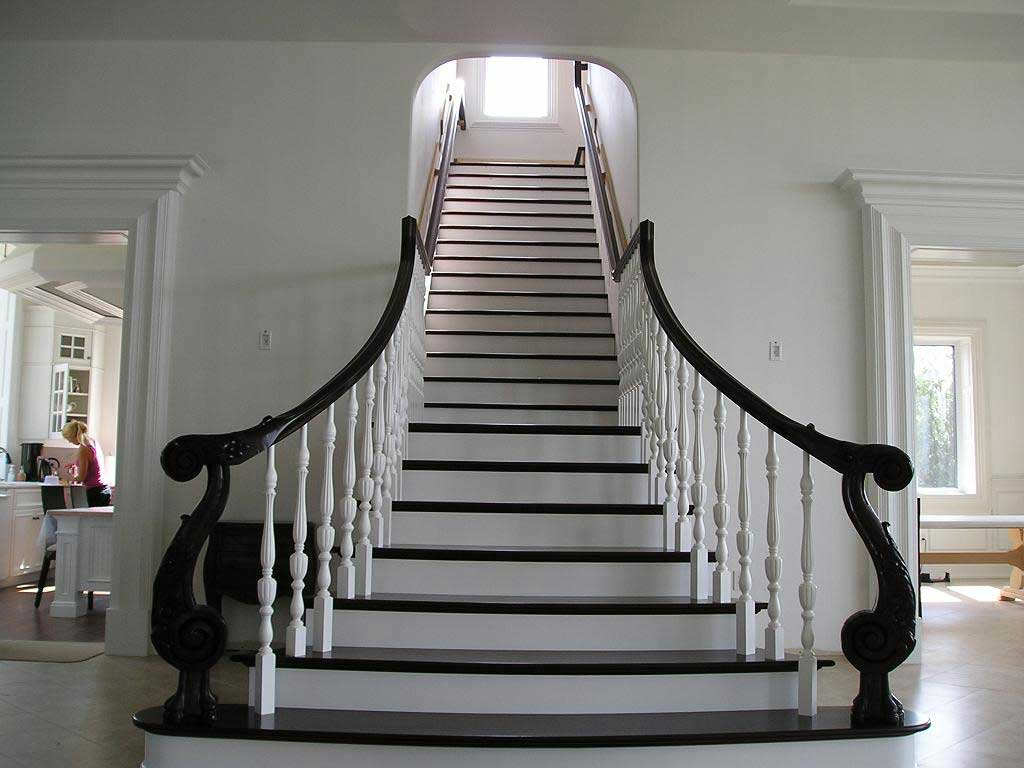 Лестница в черно-белом цвете