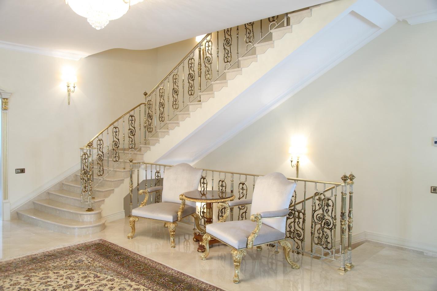 Маршевая лестница в классическом стиле