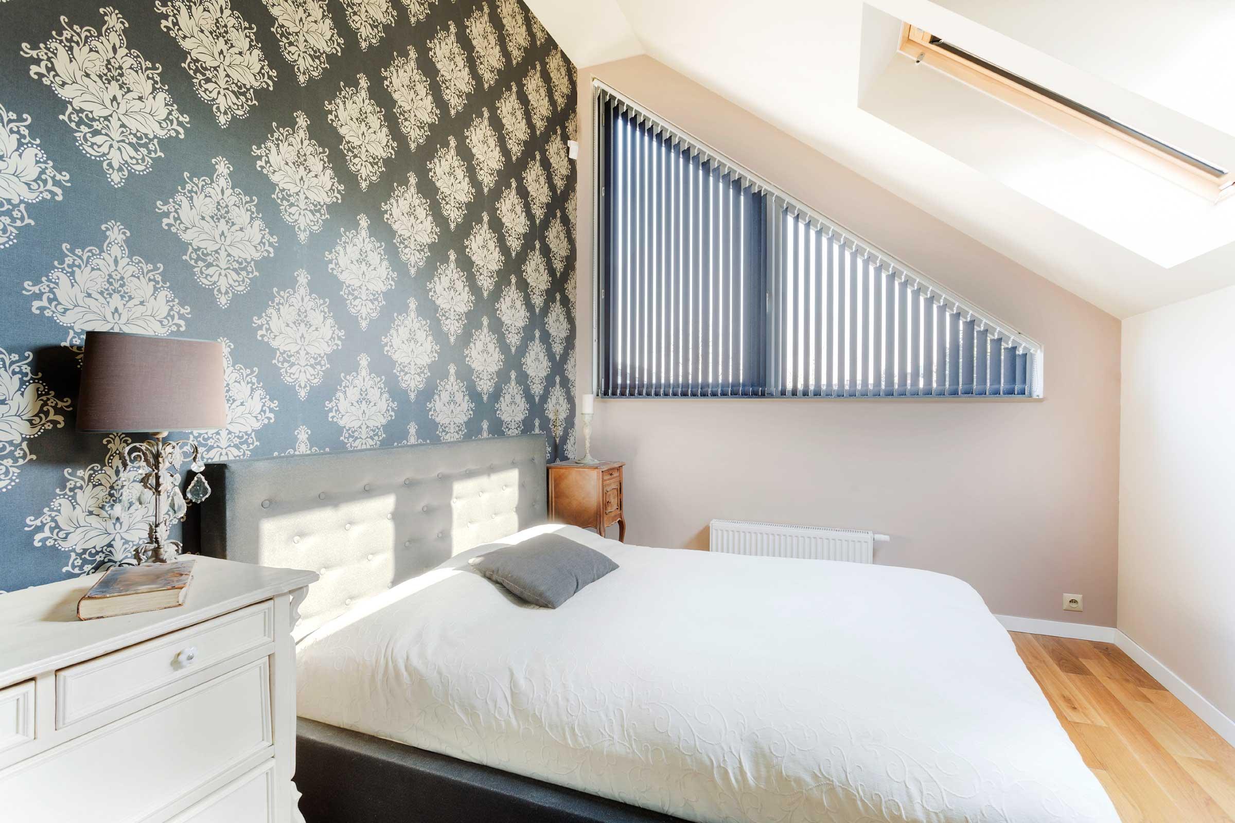 Классический дизайн узкой спальни