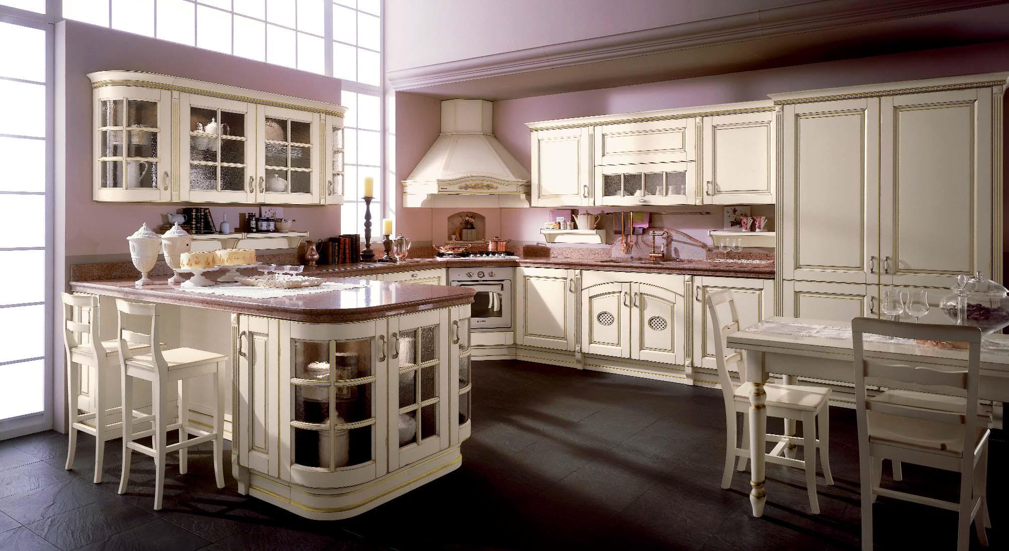Угловая вытяжка на кухне в классическом стиле