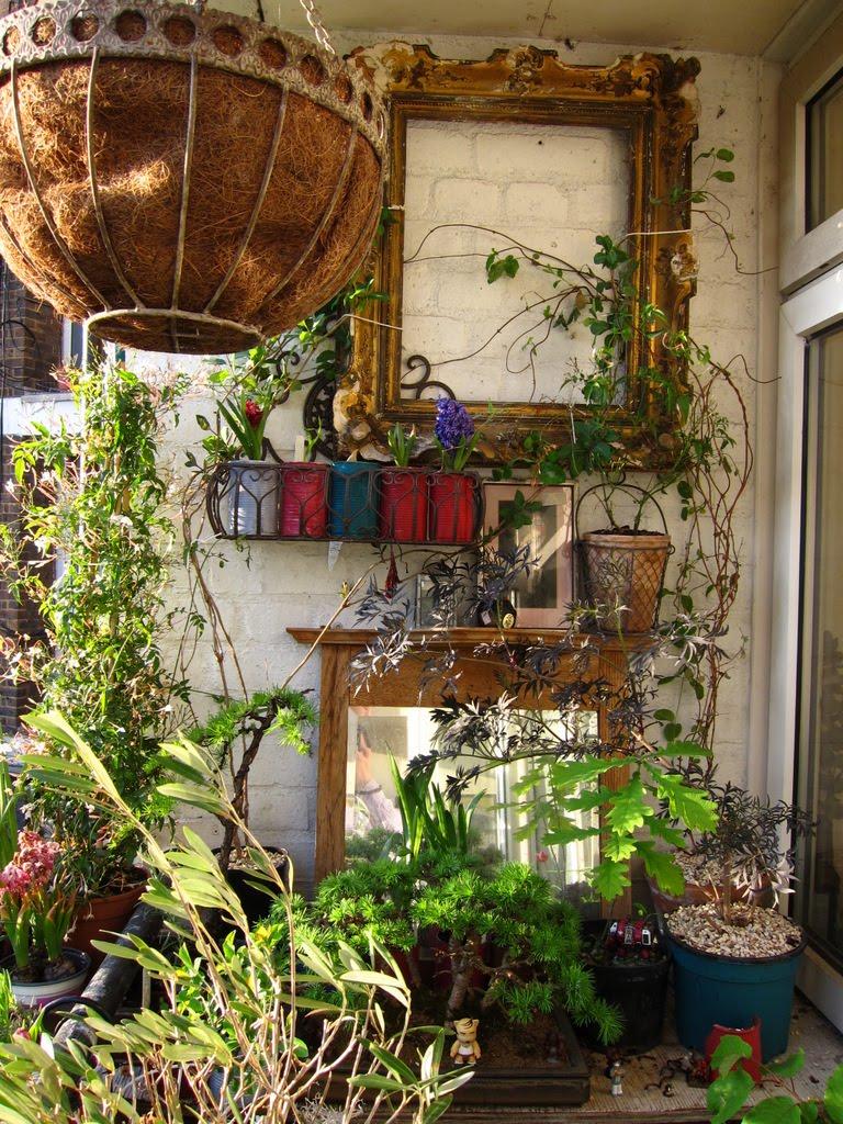 Декор балкона цветами