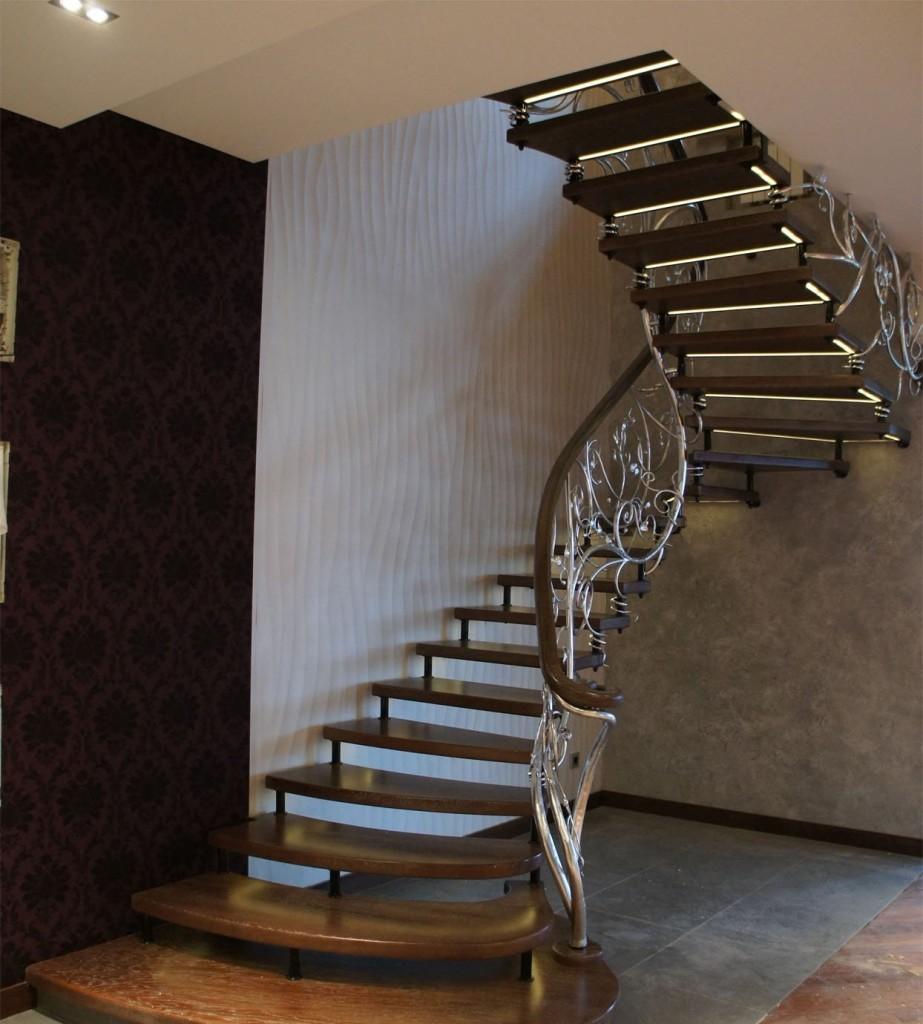 Лестница на больцах с декором на перилах