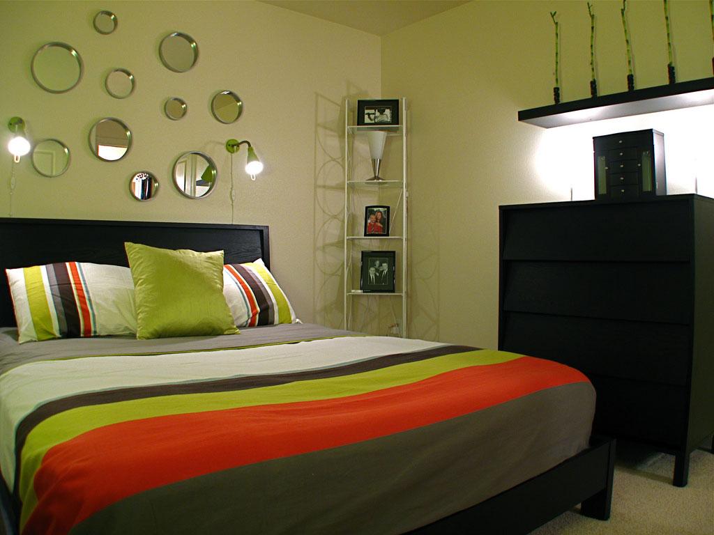 Водяной матрас на деревянной кровати