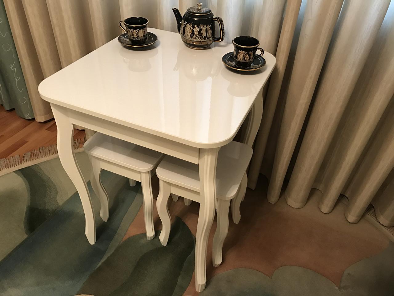 Деревянный глянцевый стол