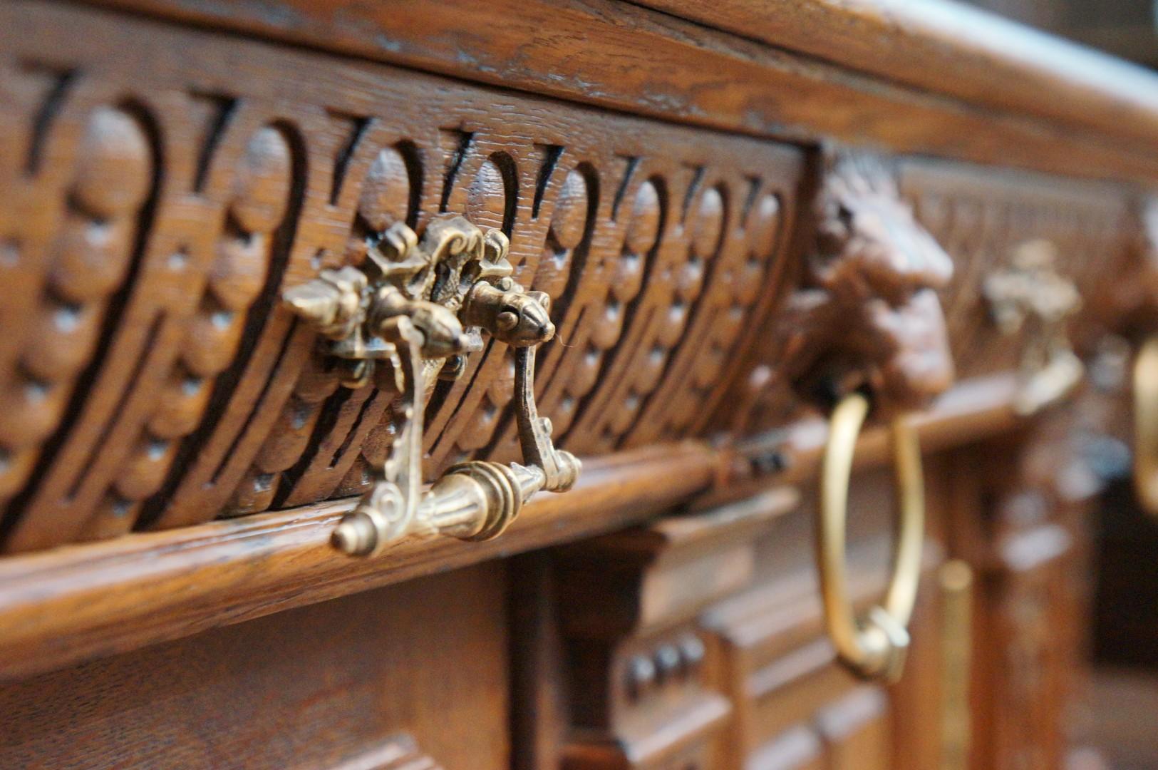 Антикварная деревянная мебель