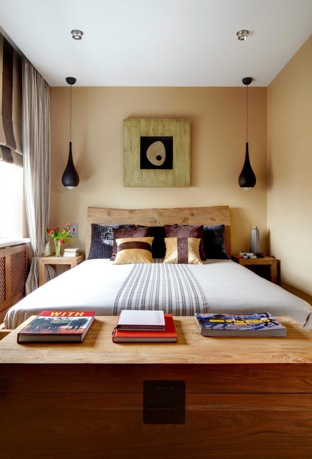 Дизайн узкой спальни с деревянной мебелью
