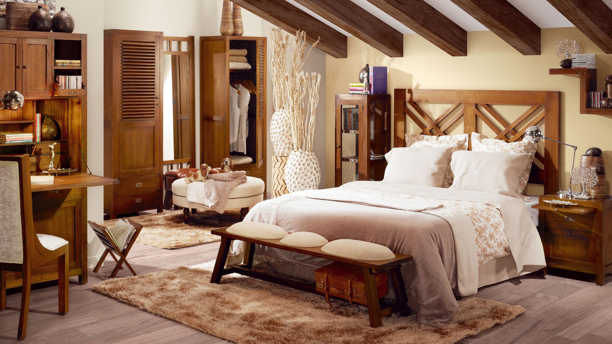 Расстановка мебели в спальне деревянной