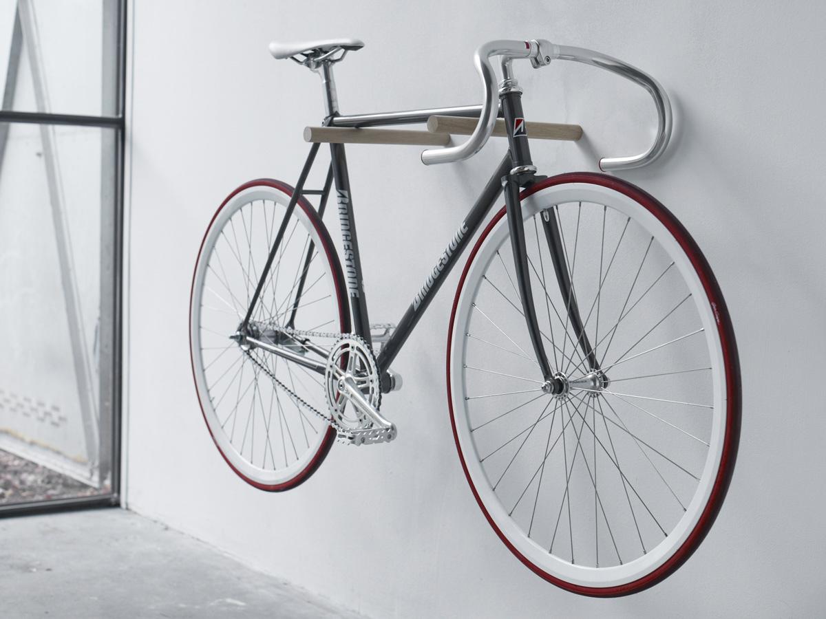 Деревянный крючок для хранения велосипеда