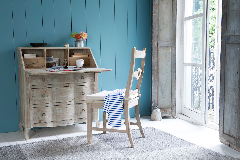 Деревянный стол-бюро