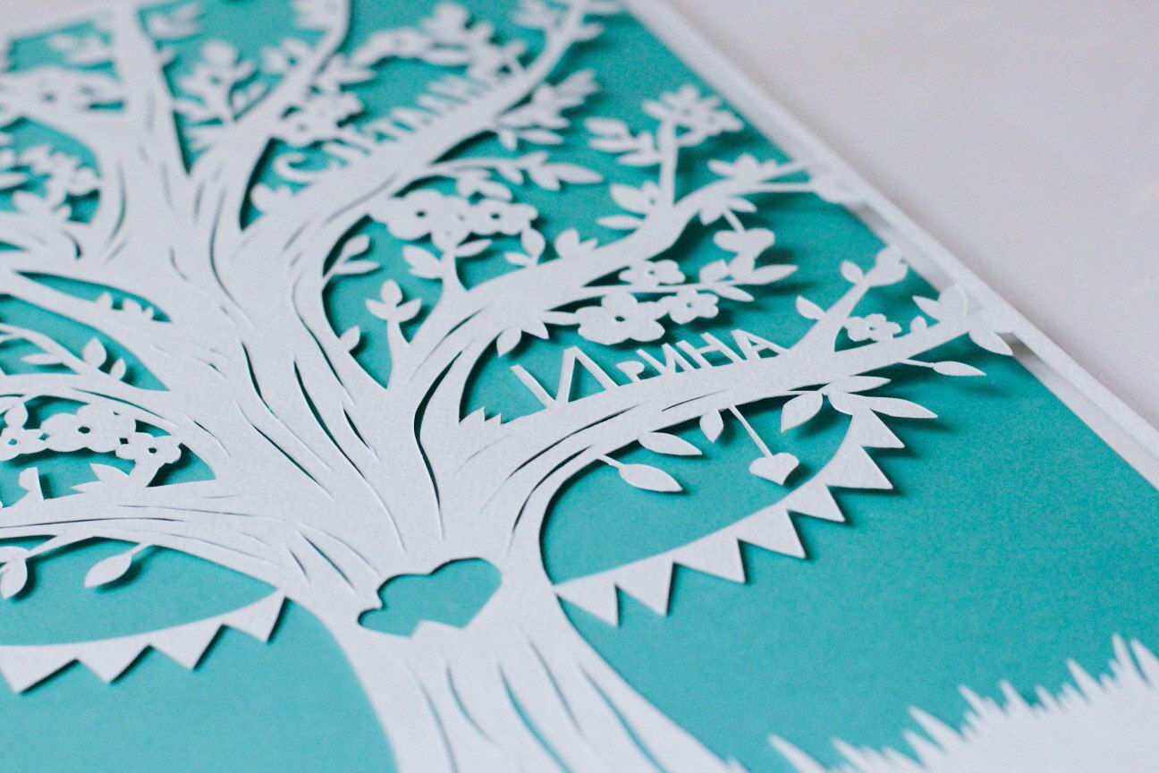 Панно декоративное из бумаги с деревом