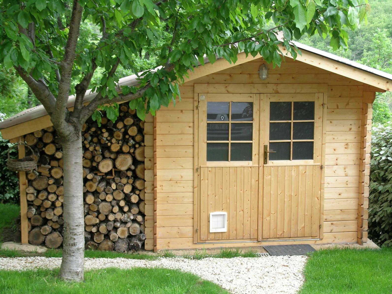 Дачная бытовка деревянная