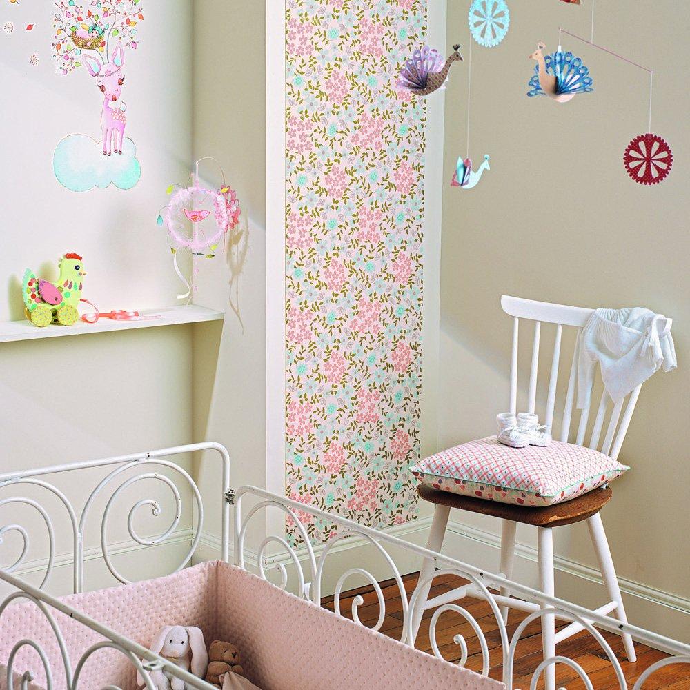 Декор интерьера детской остатками обоев