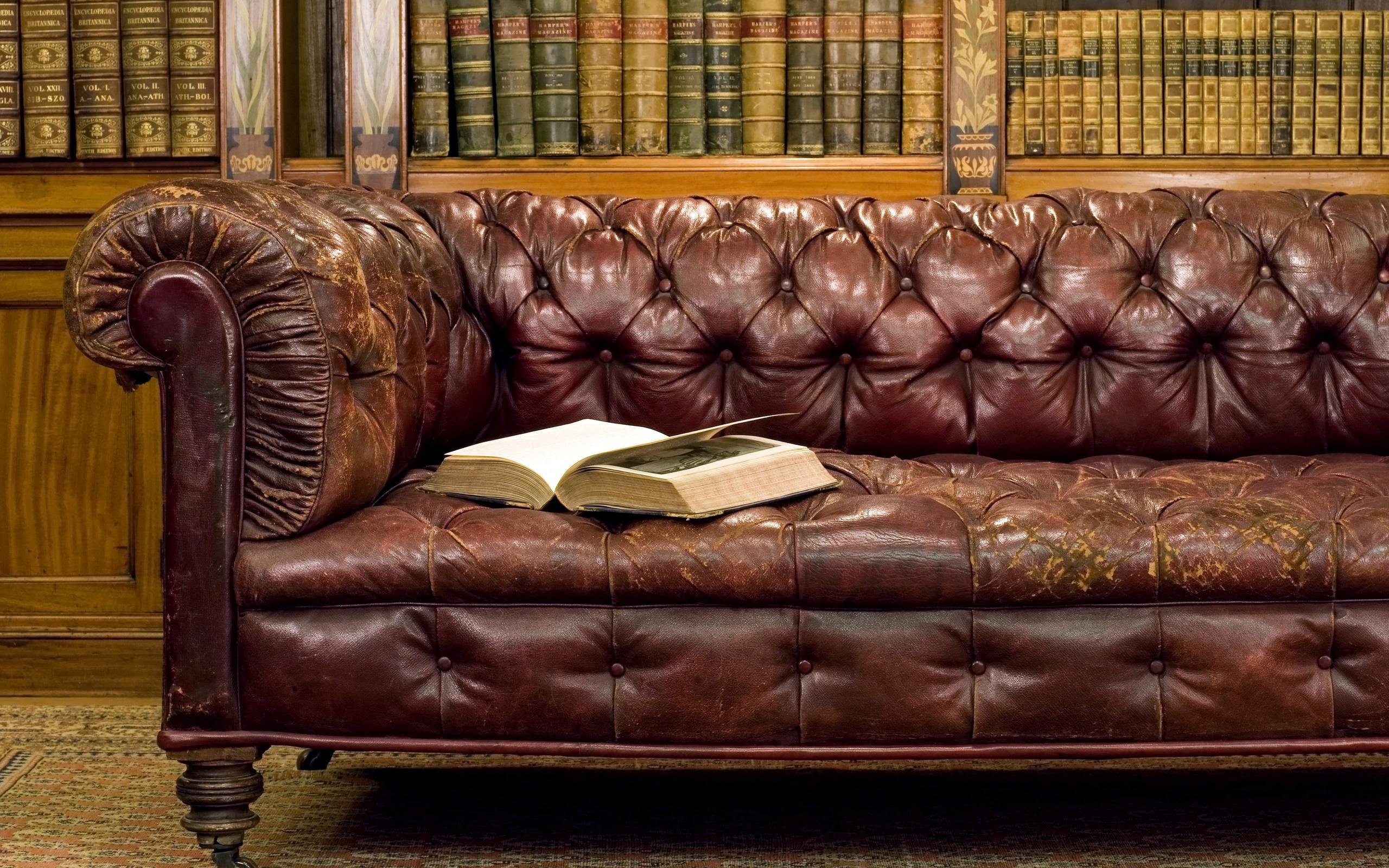 Антикварный кожаный диван