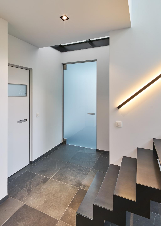 Межкомнатная дверь со стеклом дизайн