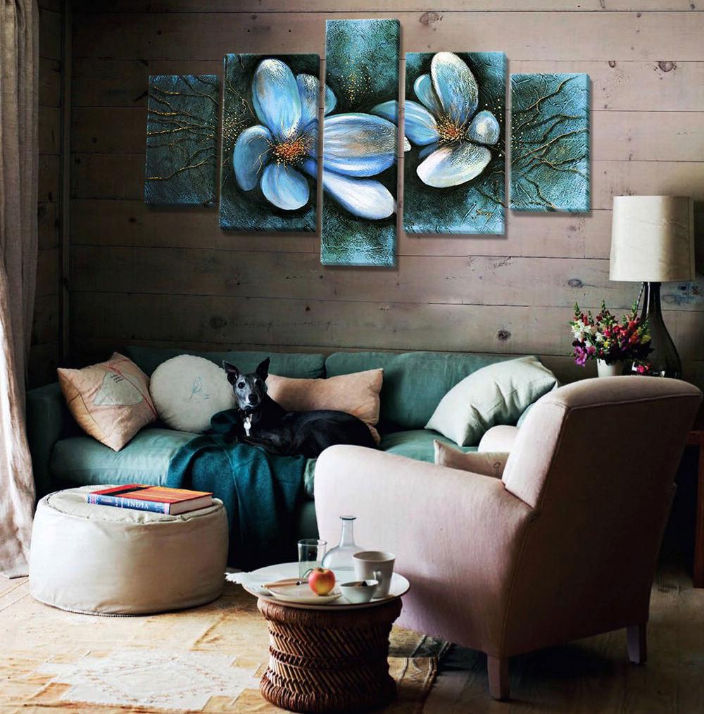 Модульная картина в интерьере загородного дома