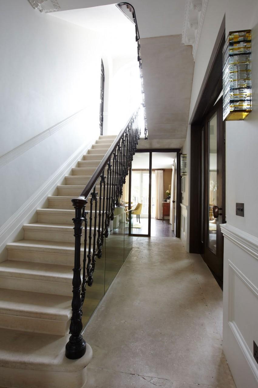 Маршевая лестница в интерьере частного дома