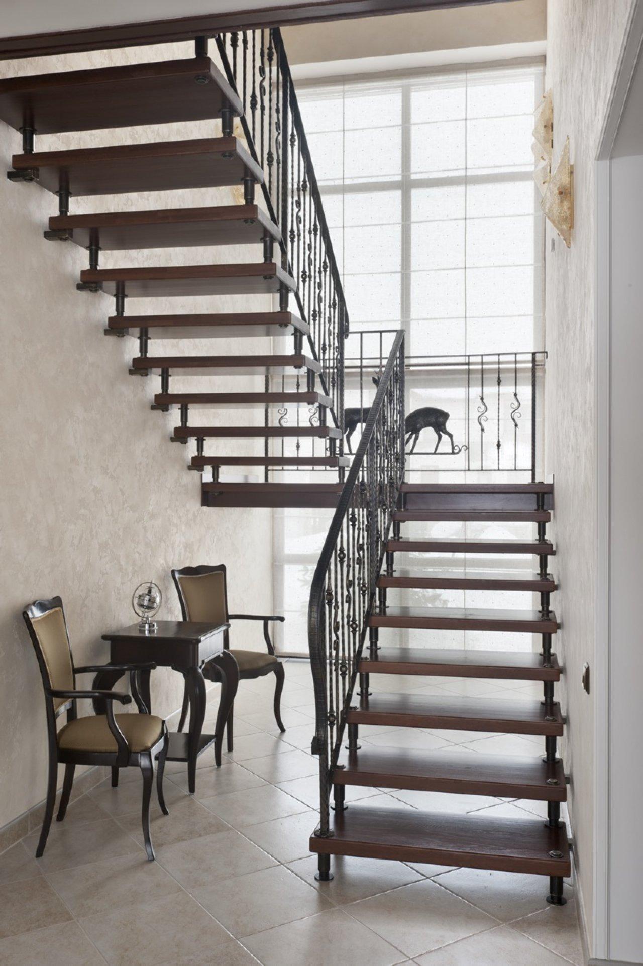Лестница на больцах в доме
