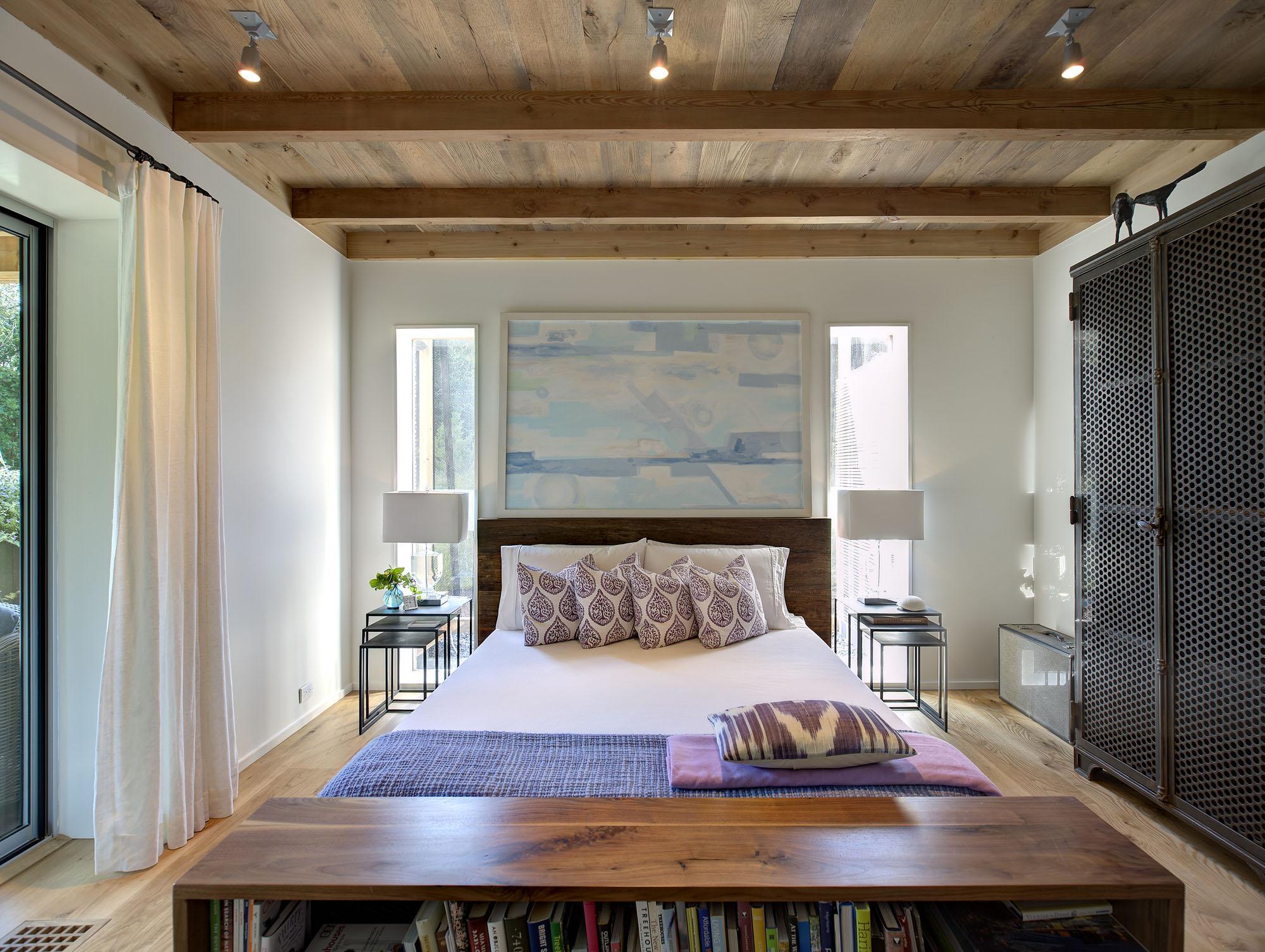 Расстановка мебели в спальне в доме