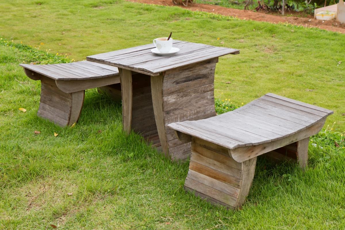 Садовые стулья из досок