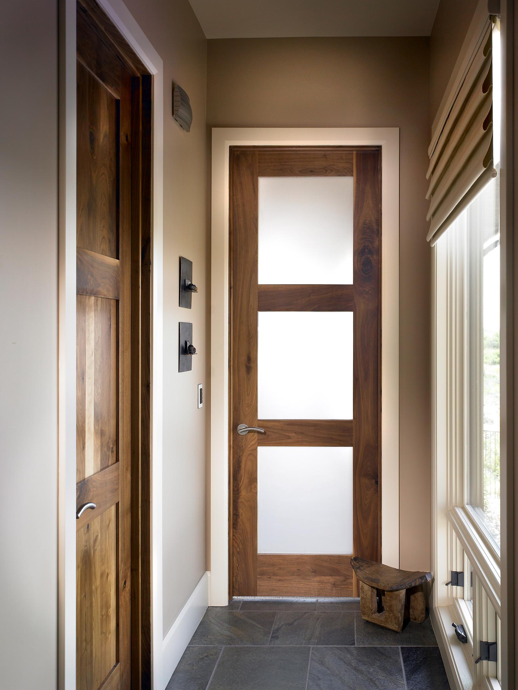 Межкомнатная дверь со стеклом дубовая