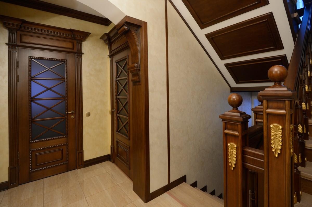 Дубовая дверь со стеклом