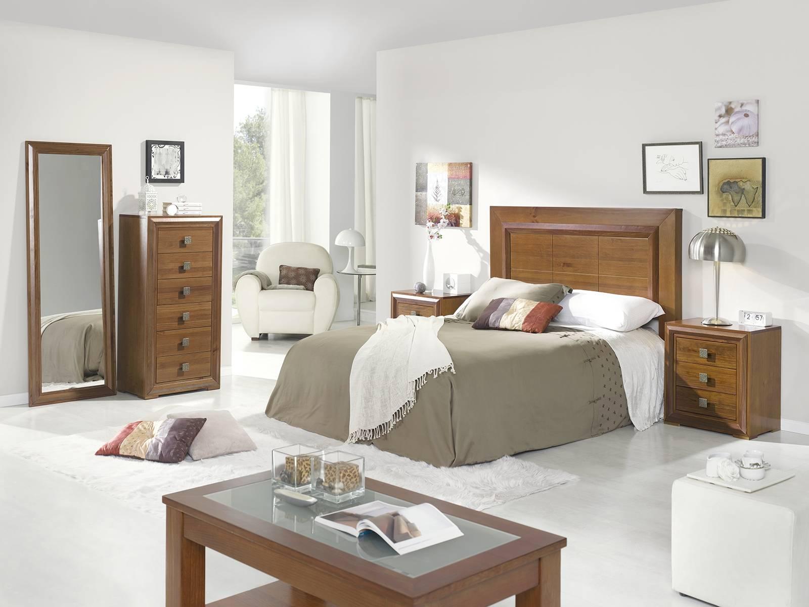 Расстановка мебели в спальне с дубовой мебелью