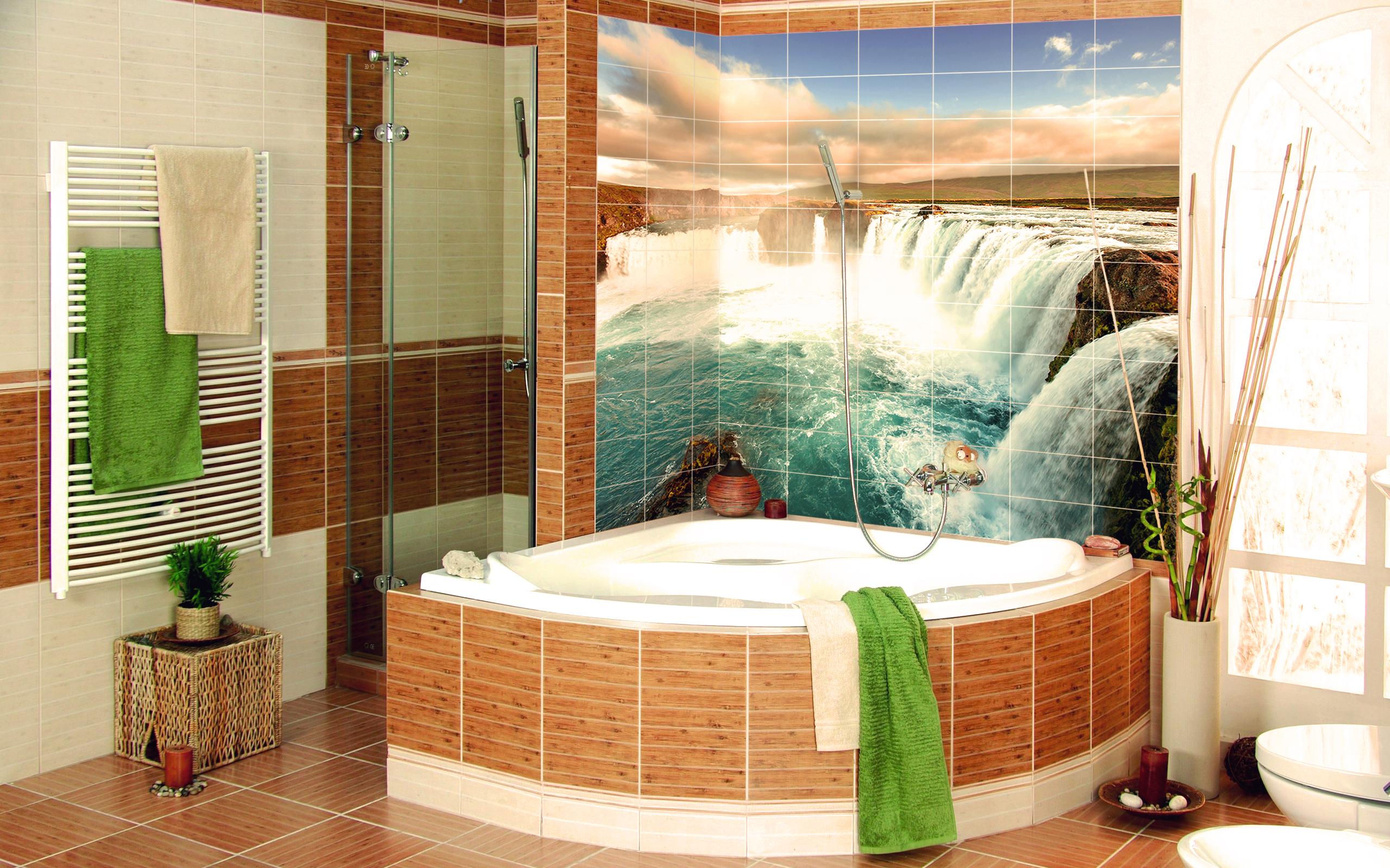 Стена в ванной из фотоплитки