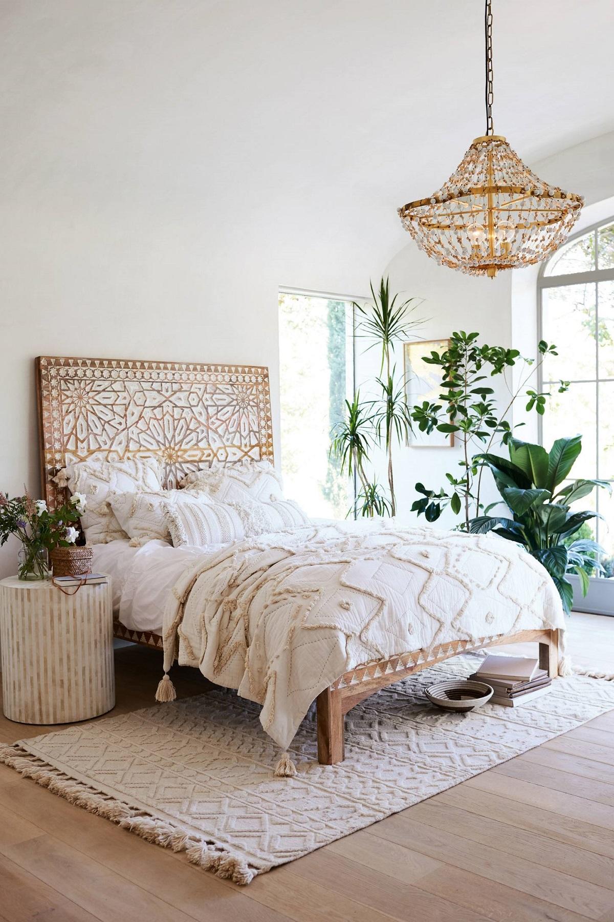 Кровать изголовьем к окну в стиле эко