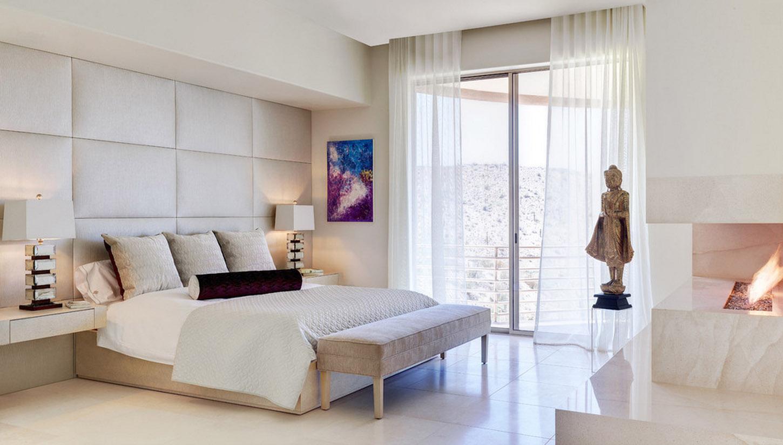 Мягкие панели на стене спальни в стиле этно