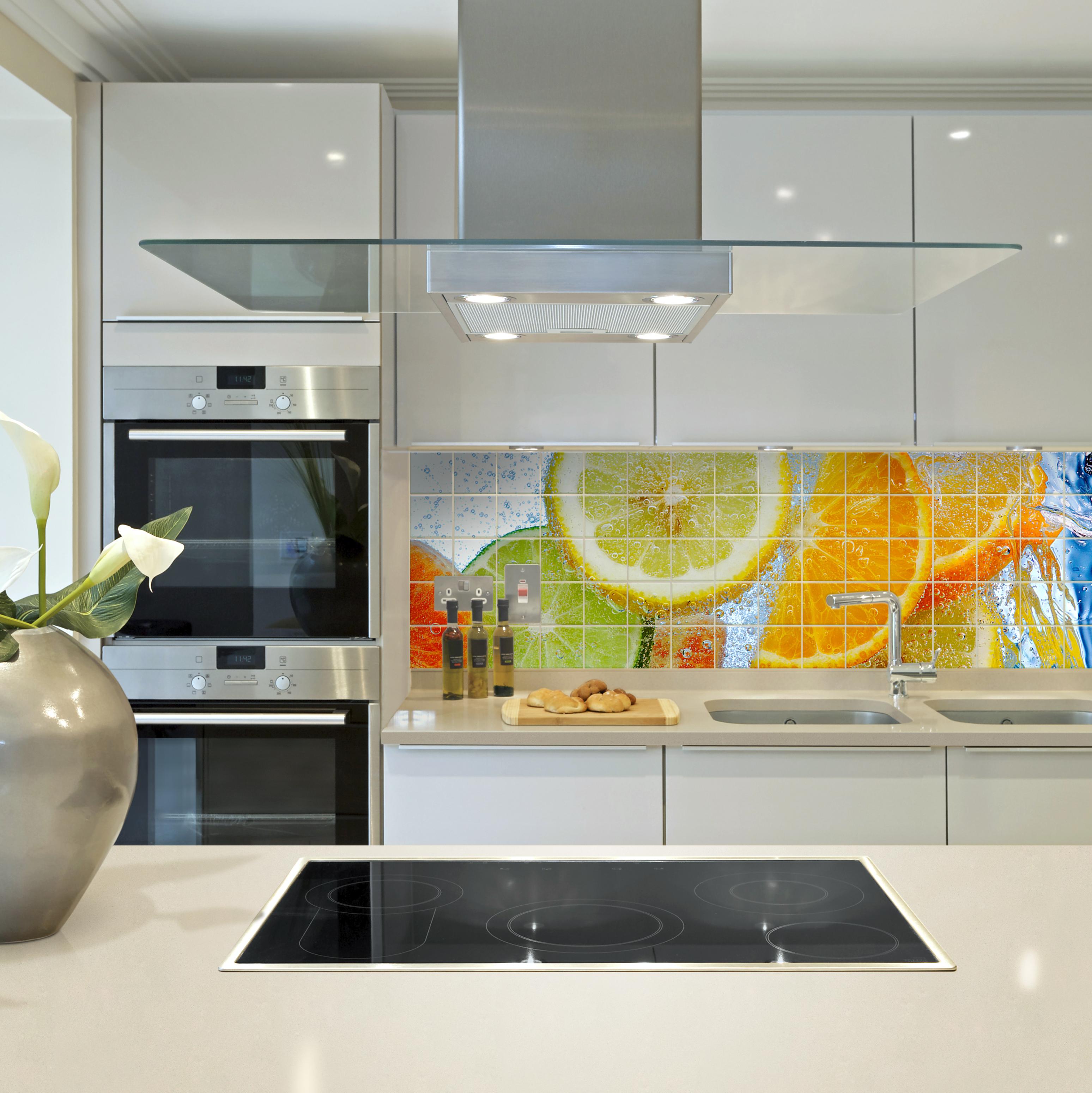 Фотоплитка на фартуке кухни