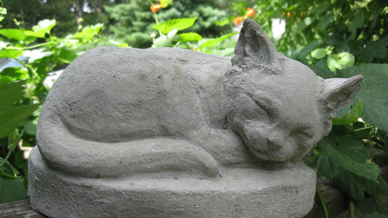Скульптура кота для сада