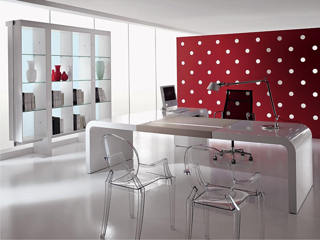 Глянцевая мебель в кабинете руководителя