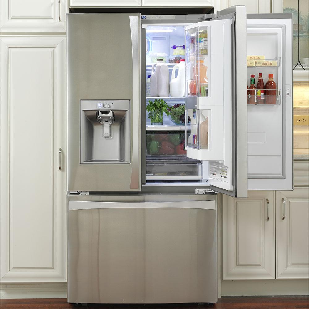 Глянцевый двухдверный холодильник
