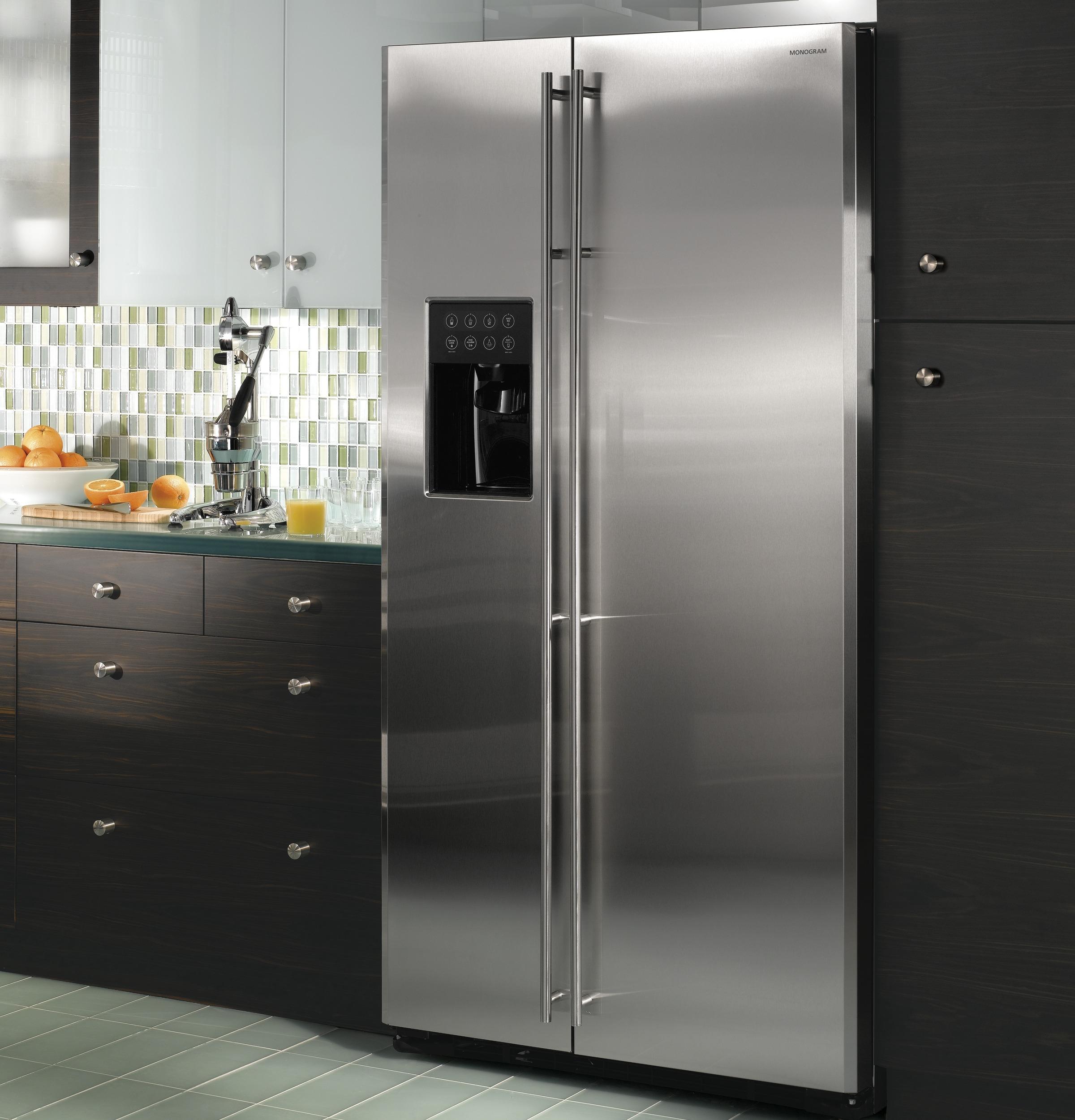 Глубокий двухдверный холодильник