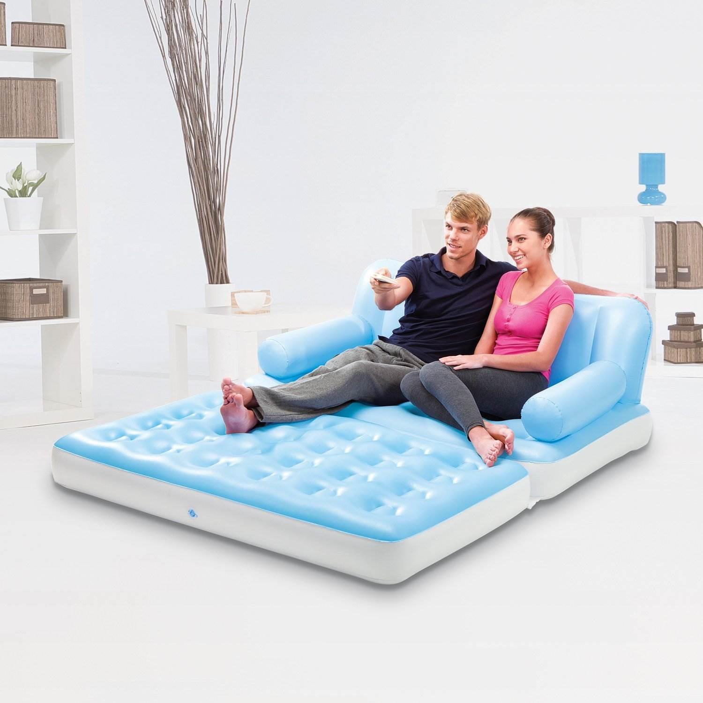 Надувной диван голубого цвета