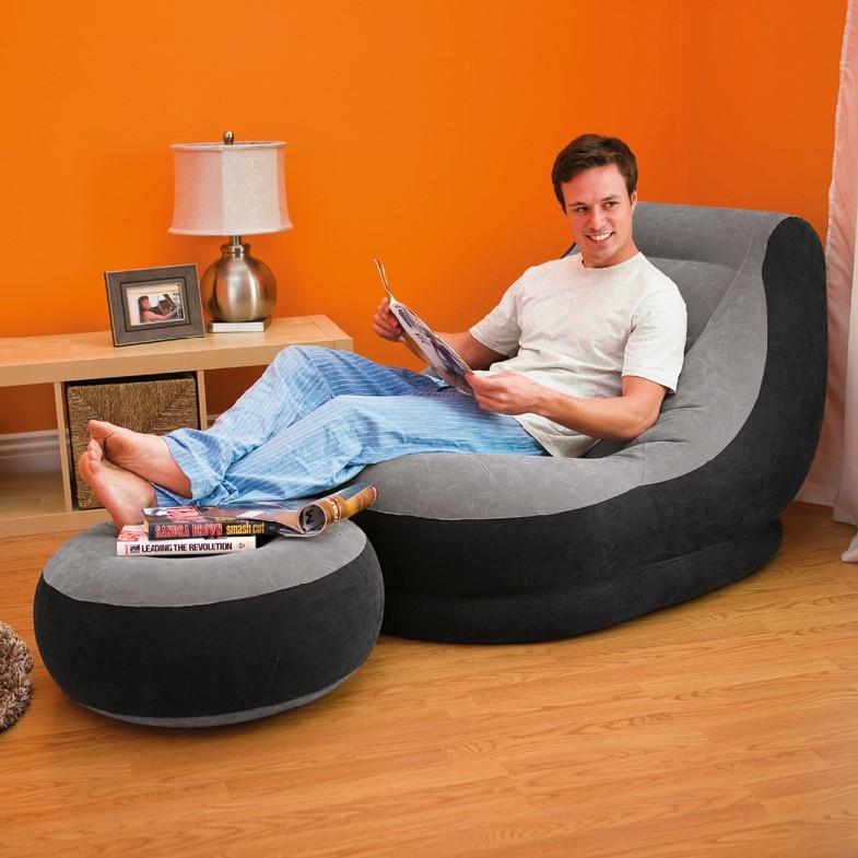 Надувное кресло в гостиной