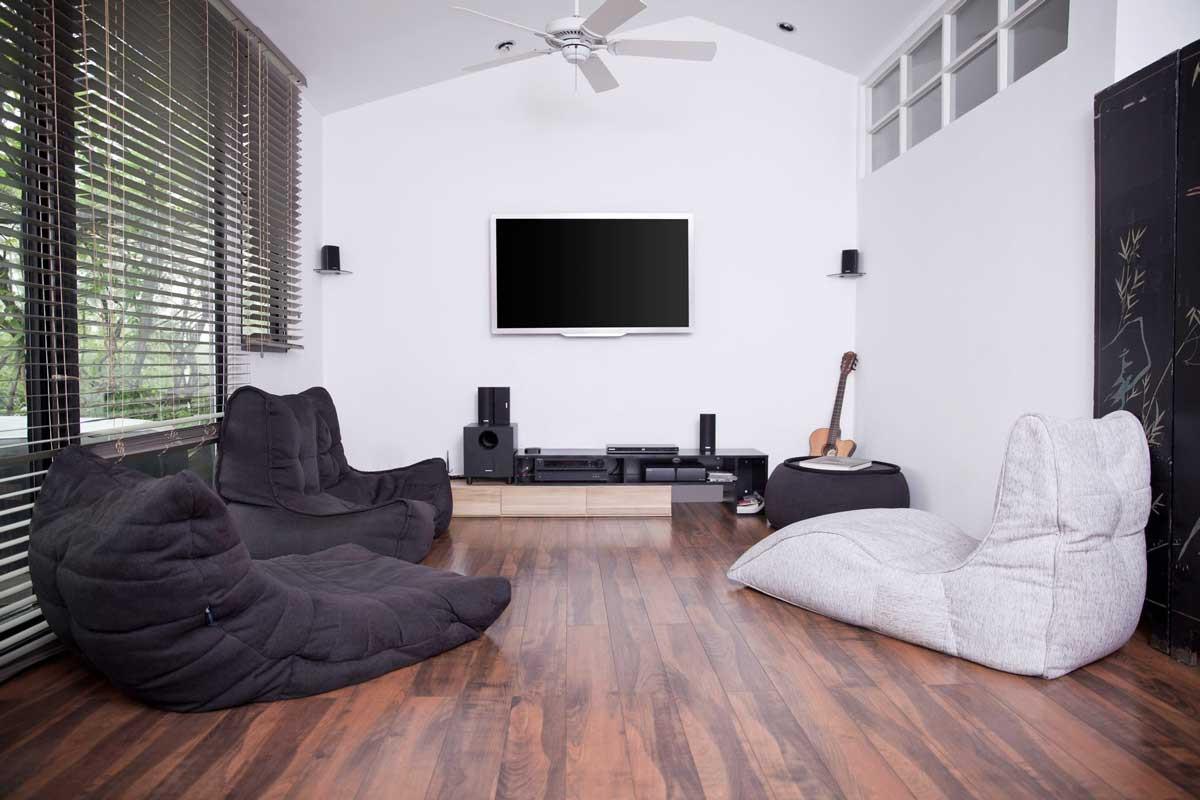 Бескаркасная мебель в интерьере гостиной