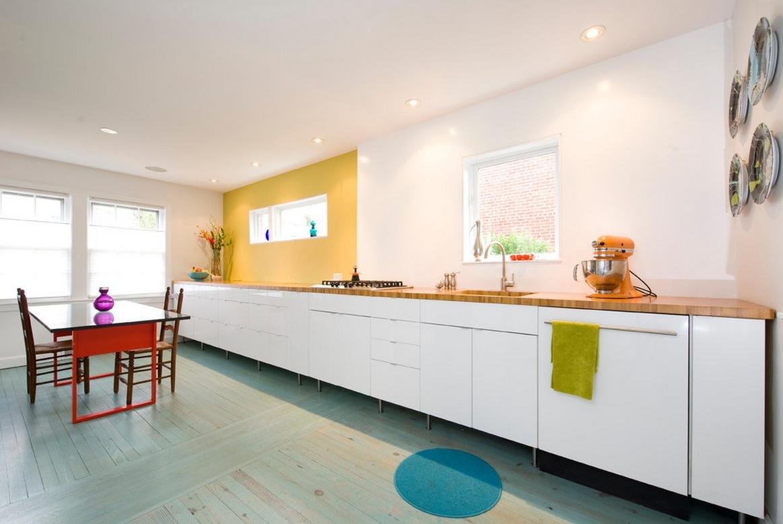 Кухня без навесных шкафов в стиле хай-тек