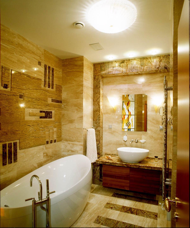 Хрустальный потолочный плафон в ванной