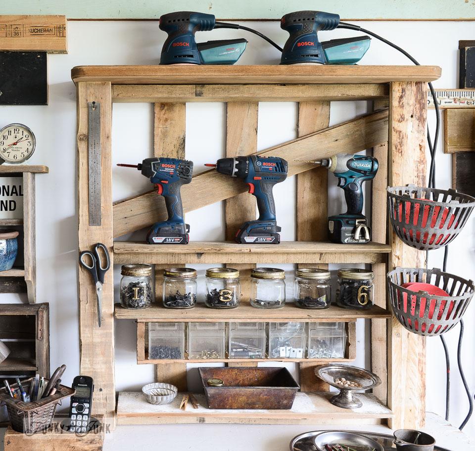 Металлические и деревянные стеллажи для гаража: преимущества выбора (24 фото)