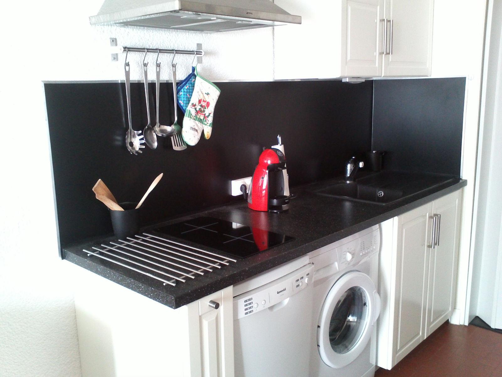Стиральная машина на кухне в интерьере