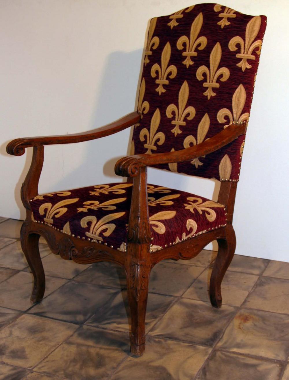 Кабинетное кресло-трон