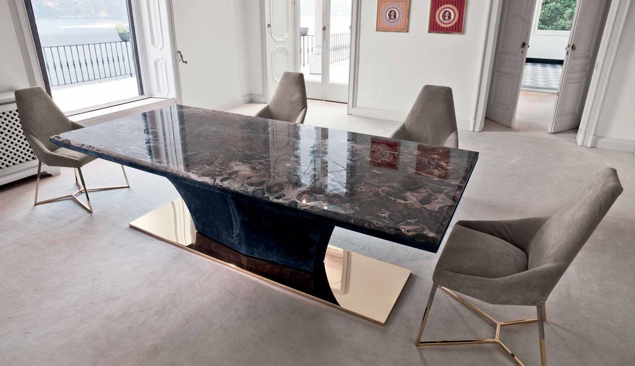 Каменный глянцевый стол