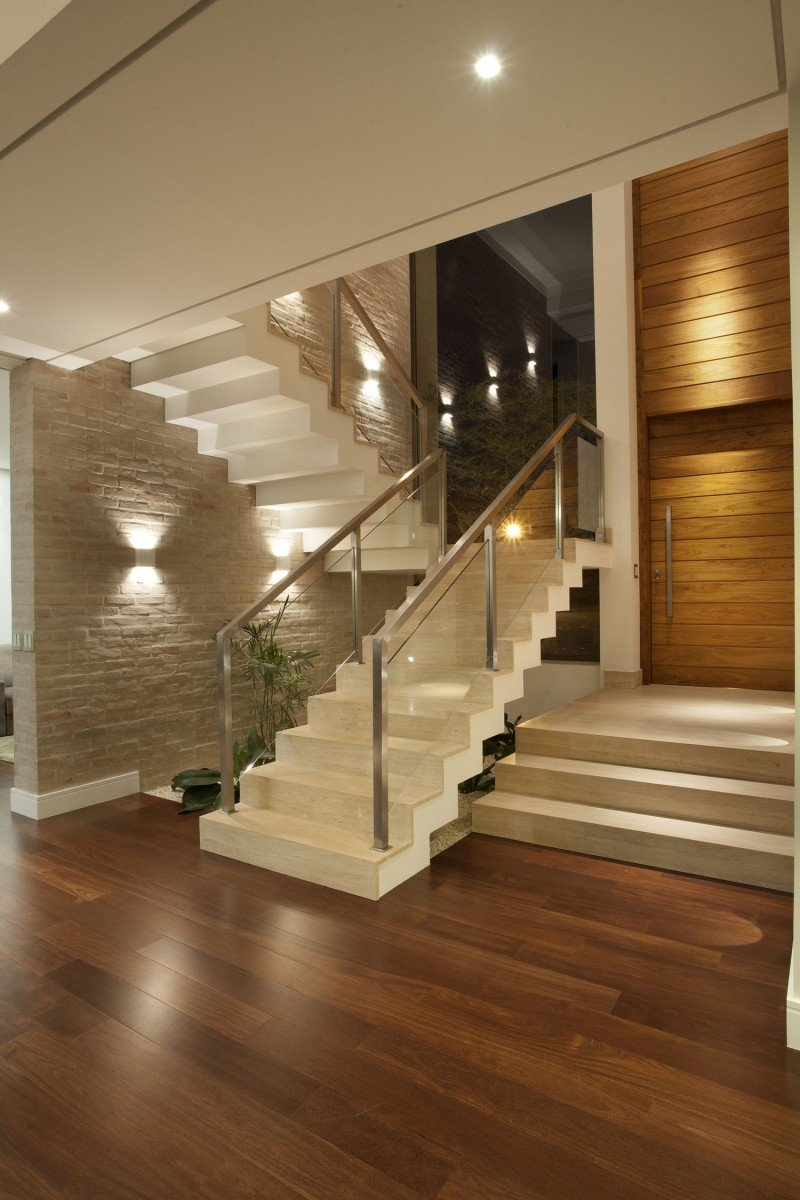 Каменная маршевая лестница